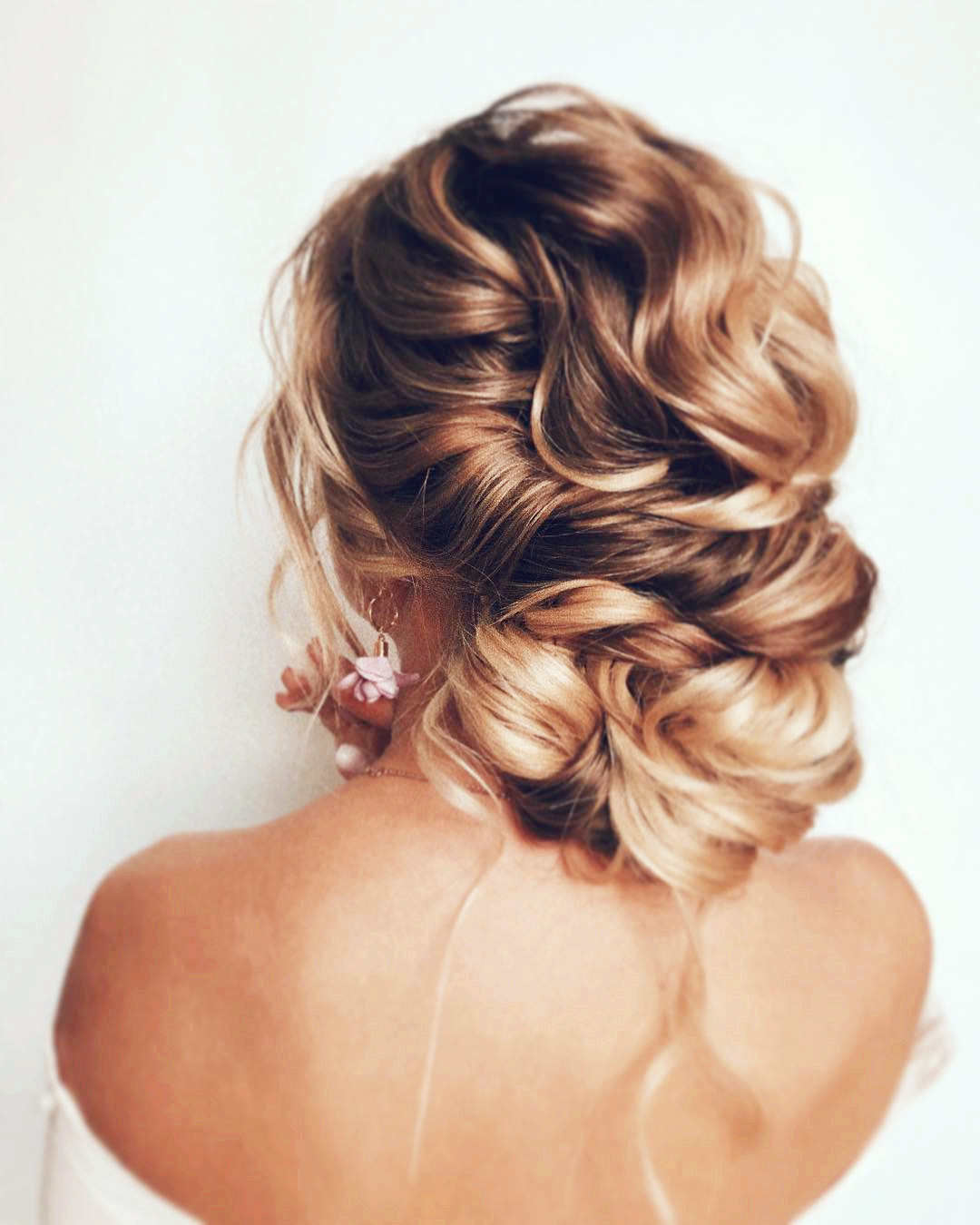60 Short Wedding Hairstyles and Updos In Year 2019