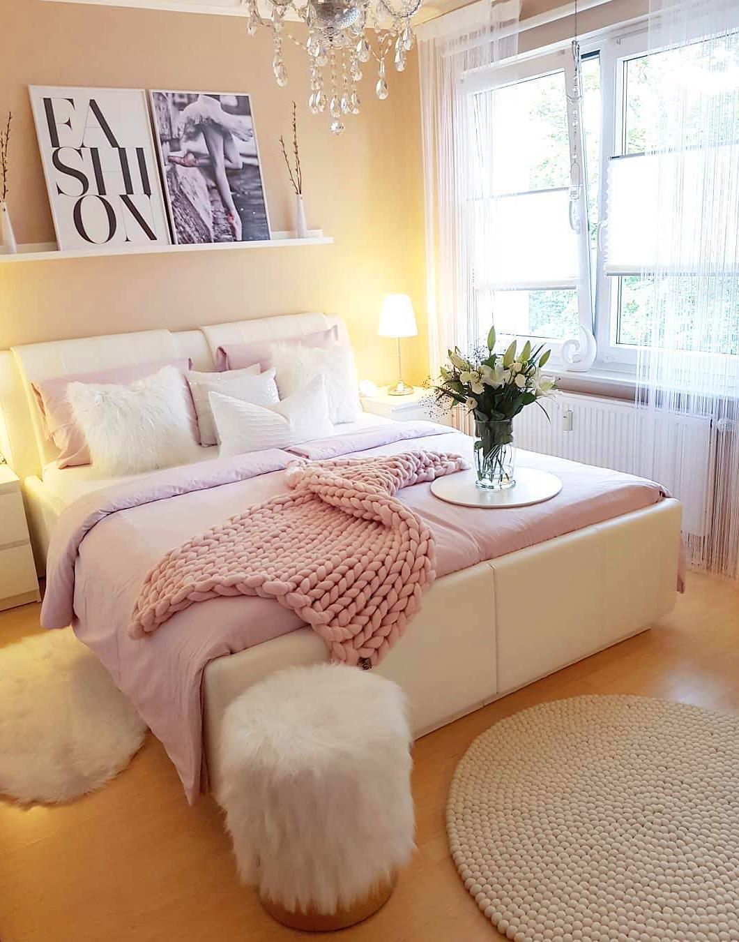 60 Creative Master Bedroom Design Ideas #bedroom #masterbedroom #sittingarea #homedecor #interiordesign #decorhomeideas