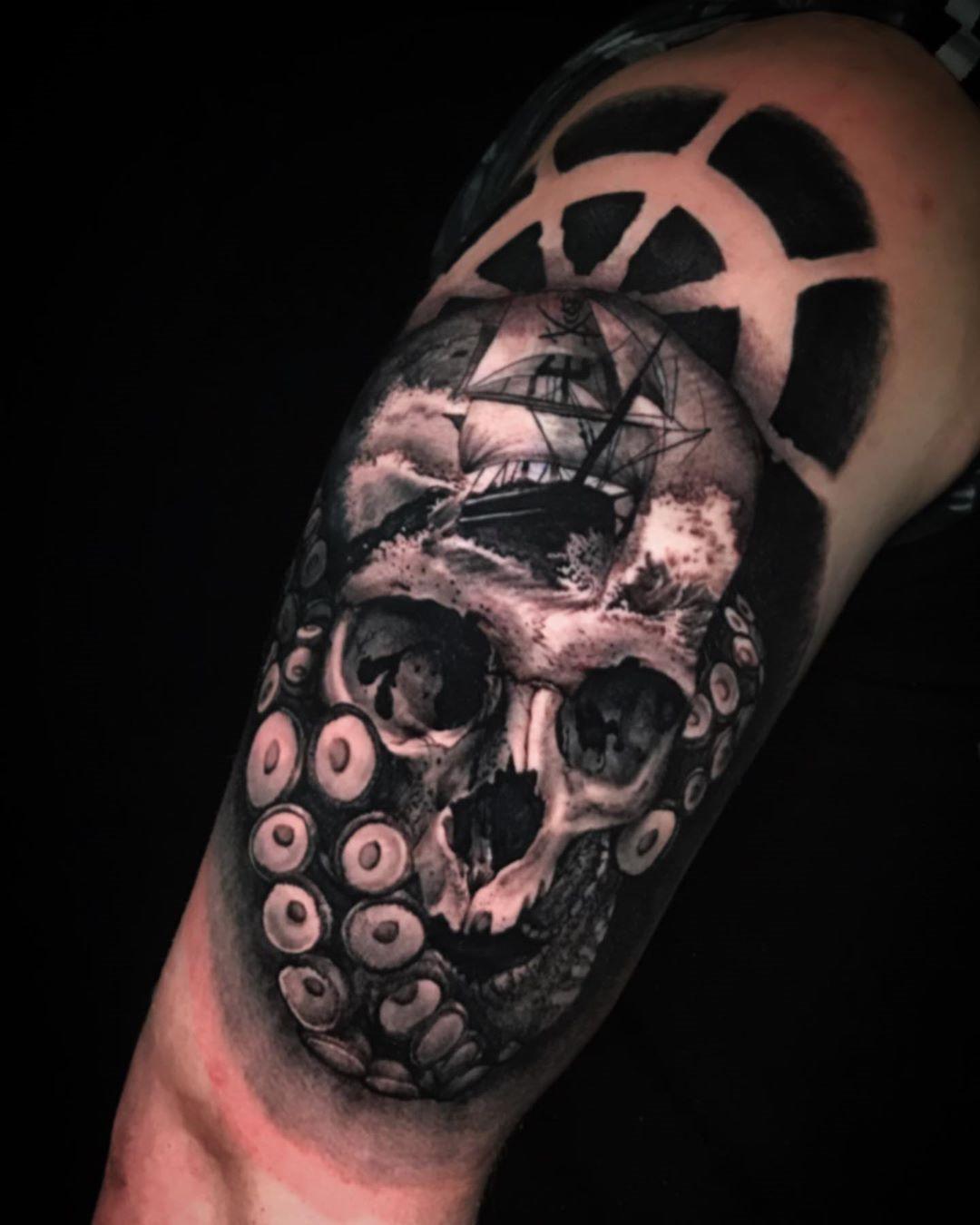 35 Watercolor Skull Tattoo Designs For Men and Women