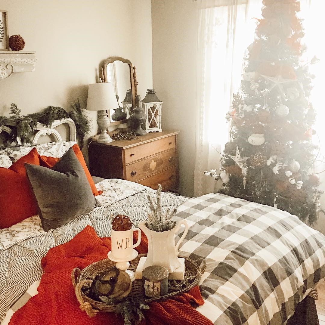 35 Inspiring Christmas Bedroom Decorating Ideas