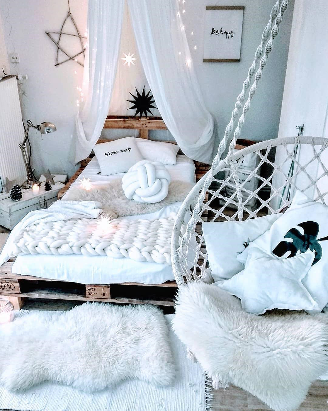55 Creative Bohemian Bedroom Decor Ideas #dormroom #dormroomdecor #collegedormroom