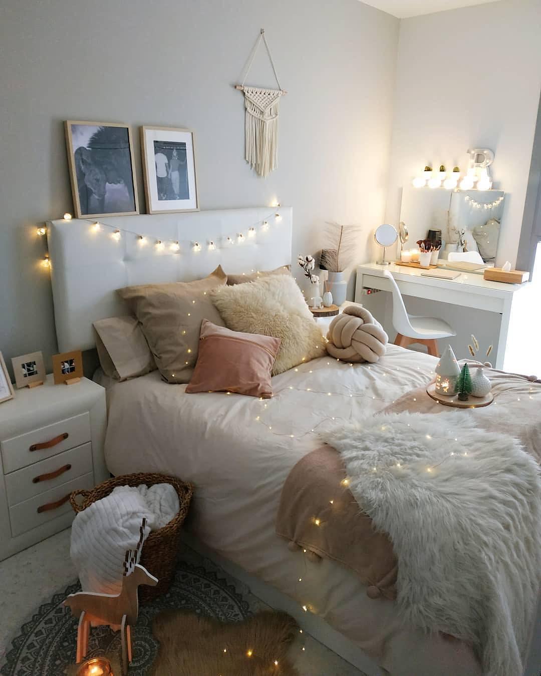 55 Creative Bohemian Bedroom Decor Ideas #dormroom #dormroomdecor #collegedormroom
