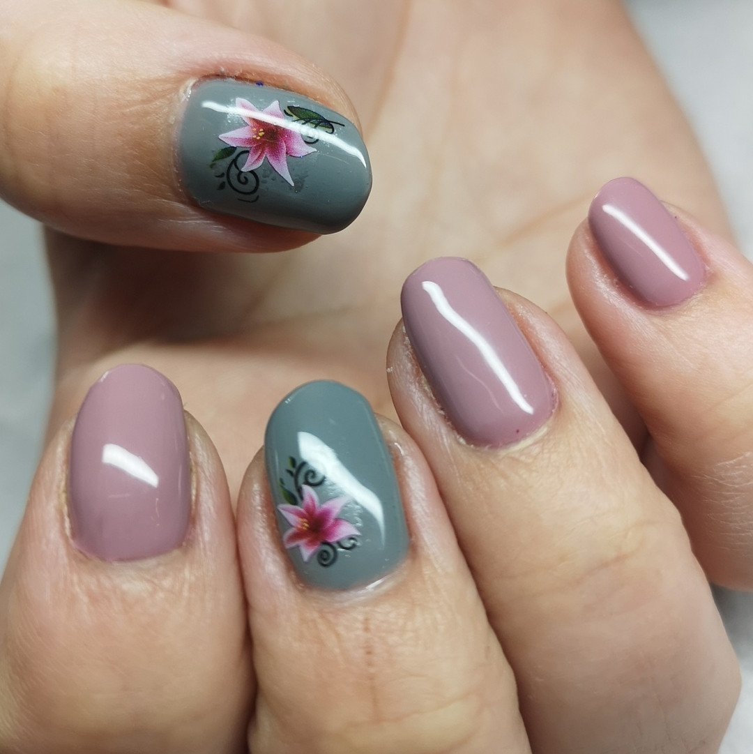 65 Pretty and Delicate Floral Nail Designs 2019  #nails #nailsdesign #nailsart #FloralNail #FlowerNail