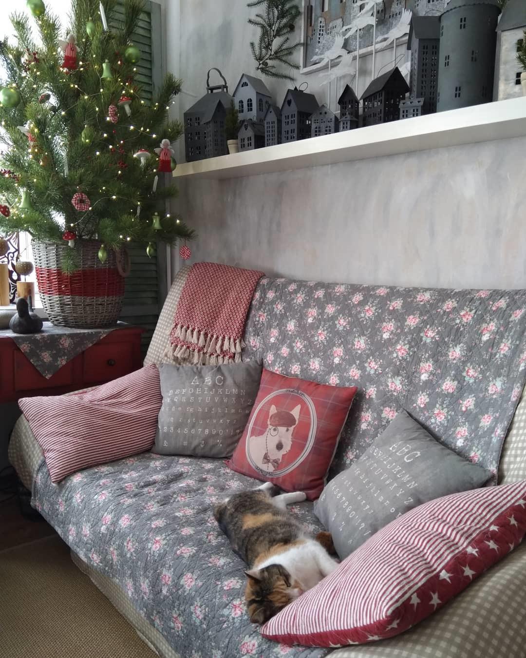 56 Fascinating Christmas Decor Ideas For Living Room