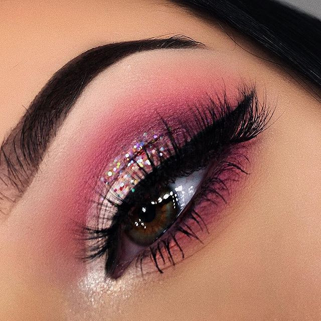 Trendy Natural Pink Eye Makeup Looks, #Pink #Eyes #Makeup #Eyeshadow #glitter #subtle #bold #rosegold