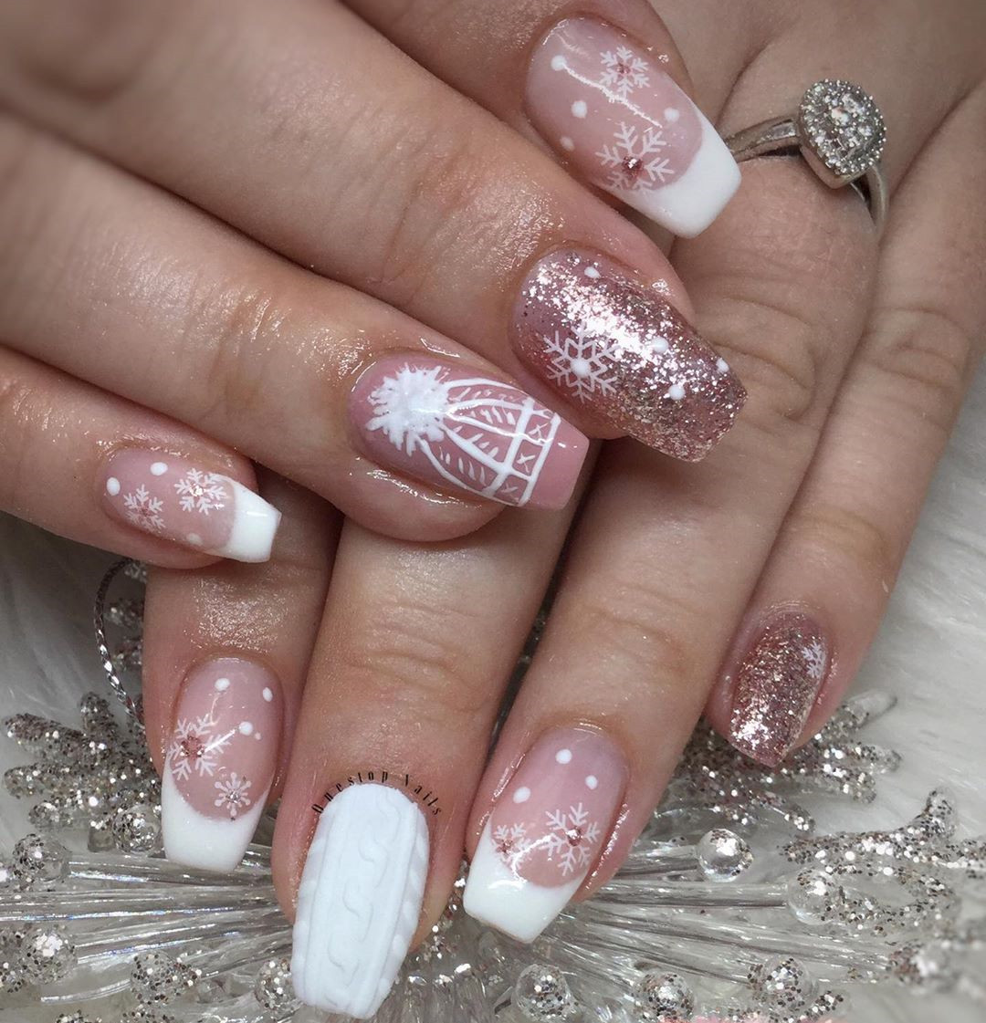 Festive Christmas Acrylic Nails Designs