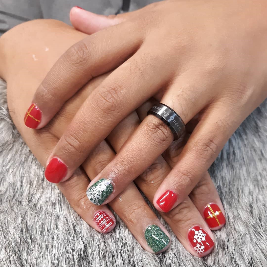 Festive Christmas Acrylic Nails Designs 2019