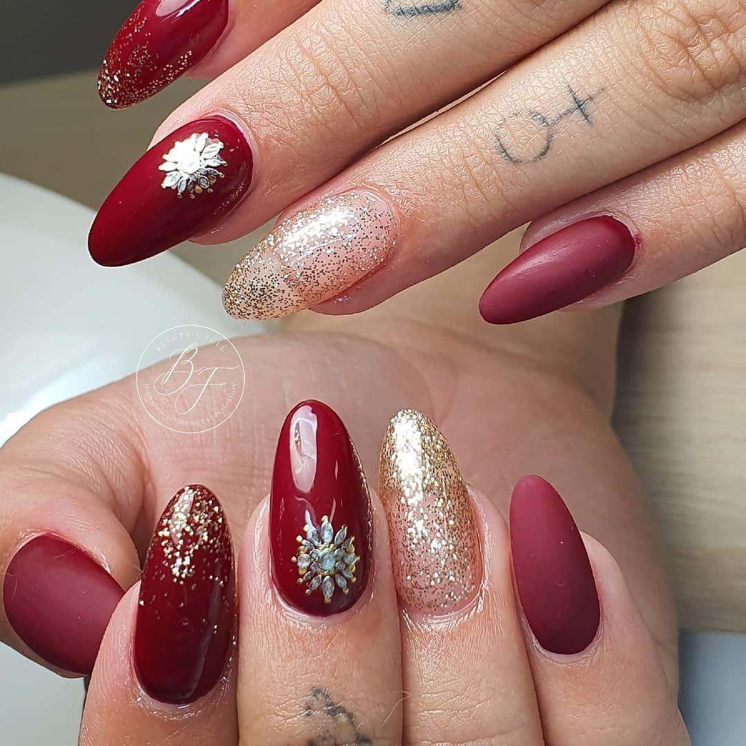 Festive Christmas Acrylic Nails Designs 2019