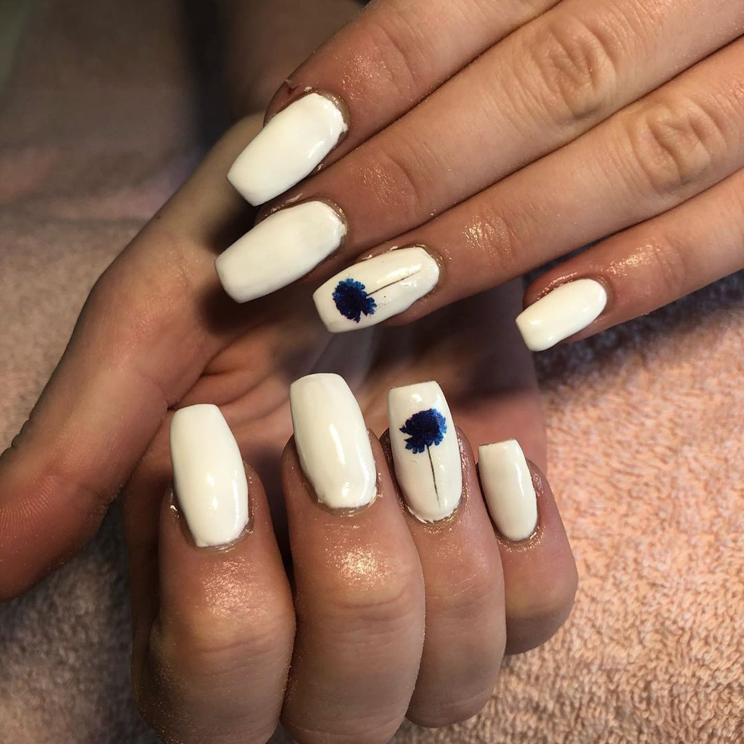 52 White Acrylic Nails Designs to Finish Your Trendy Look,white acrylic nails long,white acrylic nails with glitter