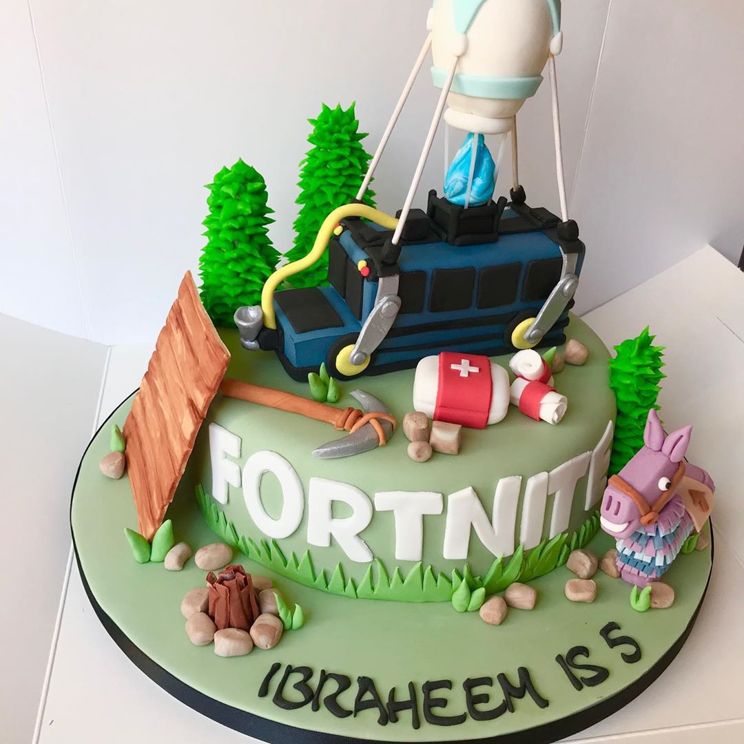 46 Amazing Fortnite Cakes and Cupcakes for an Epic Birthday Bash,fortnite cake ideas easy,easy fortnite cake,how to make a fortnite cake