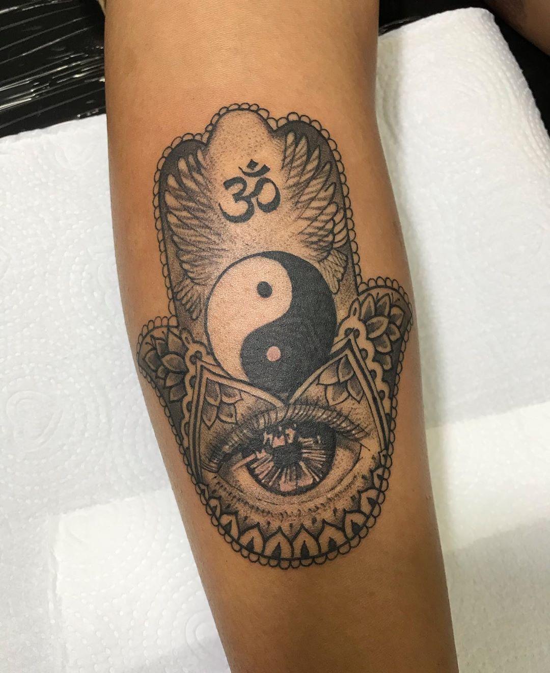 50+ Spiritual Hamsa Tattoo Designs & Meanings 2020,hamsa tattoo small,hamsa tattoo mens,hamsa tattoo drawing