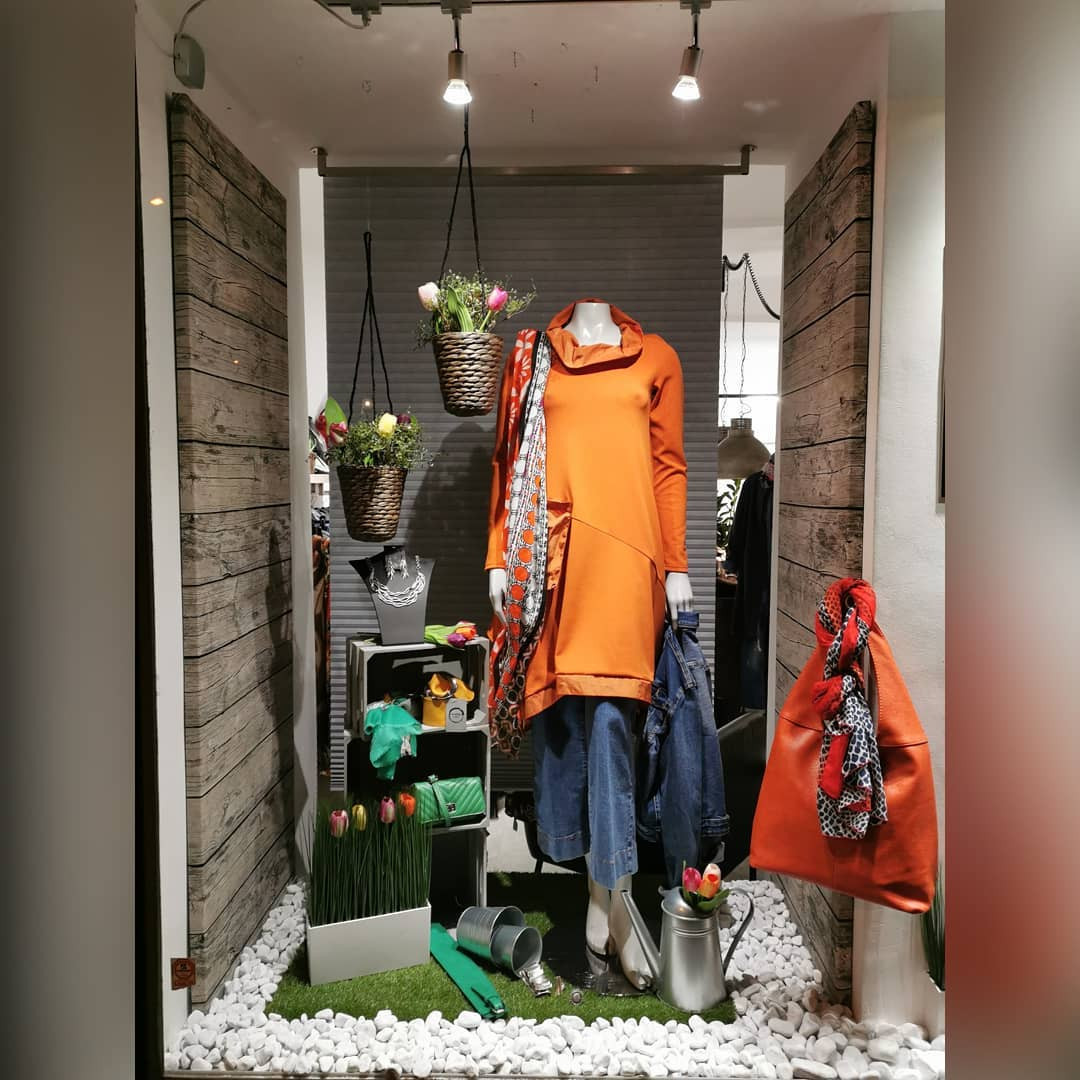 48 Creative Spring Window Display Ideas Designs,spring window displays for preschool,retail window display ideas,creative window display ideas