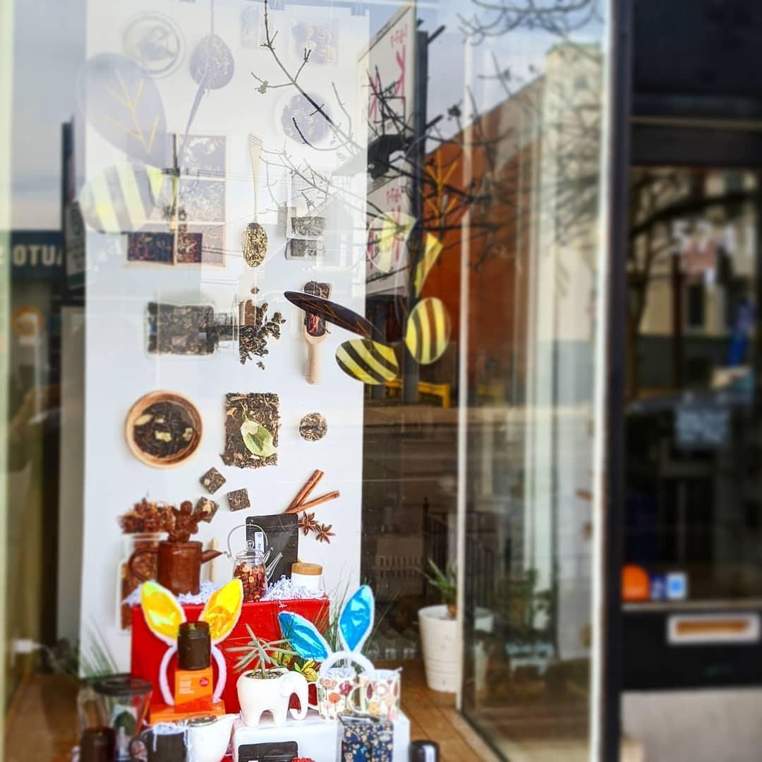 48 Creative Spring Window Display Ideas Designs,spring window displays for preschool,retail window display ideas,creative window display ideas