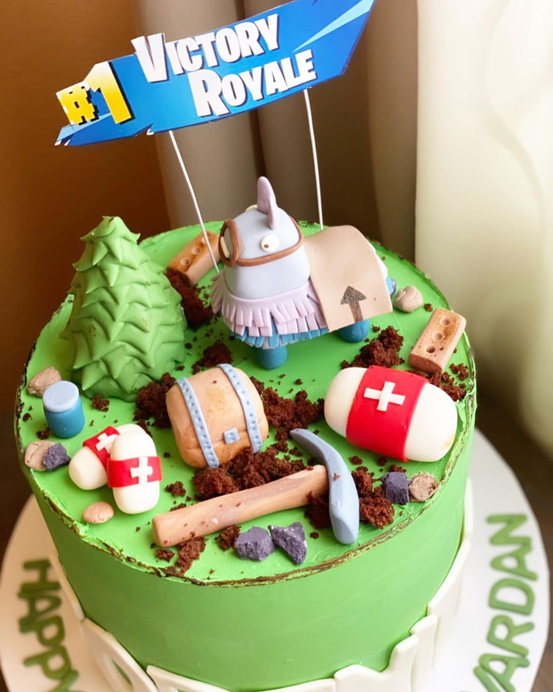 50 Fortnite Cake Ideas for Birthday Party in 2020,easy fortnite cake,fortnite cake images,fortnite cake ideas easy,fortnite cake decorations